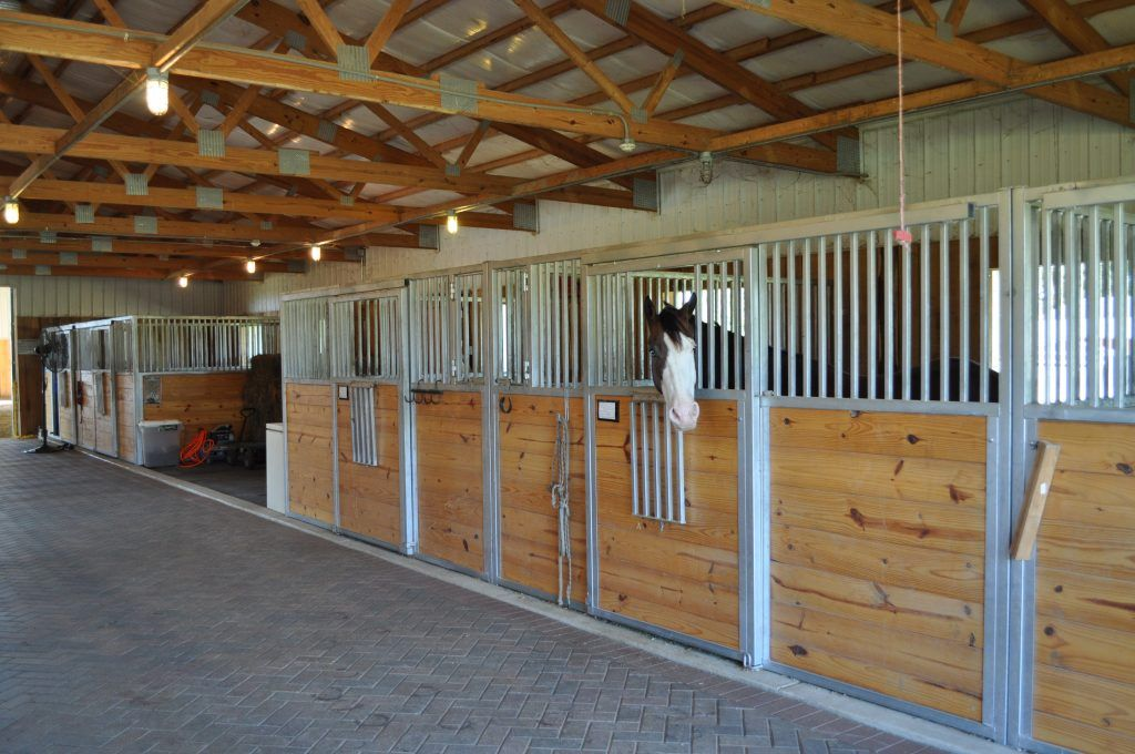 How much does it cost to build a horse barn cost to