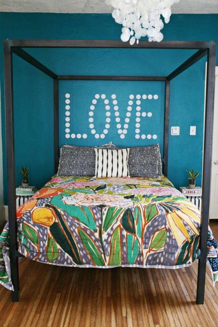 schlafzimmer einrichten bunte bettwäsche und blaue wandfarbe - wandfarben ideen schlafzimmer