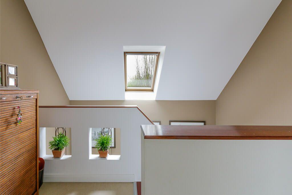 Treppenhaus Innen Mit Treppengelander Gemauert Dachfenster