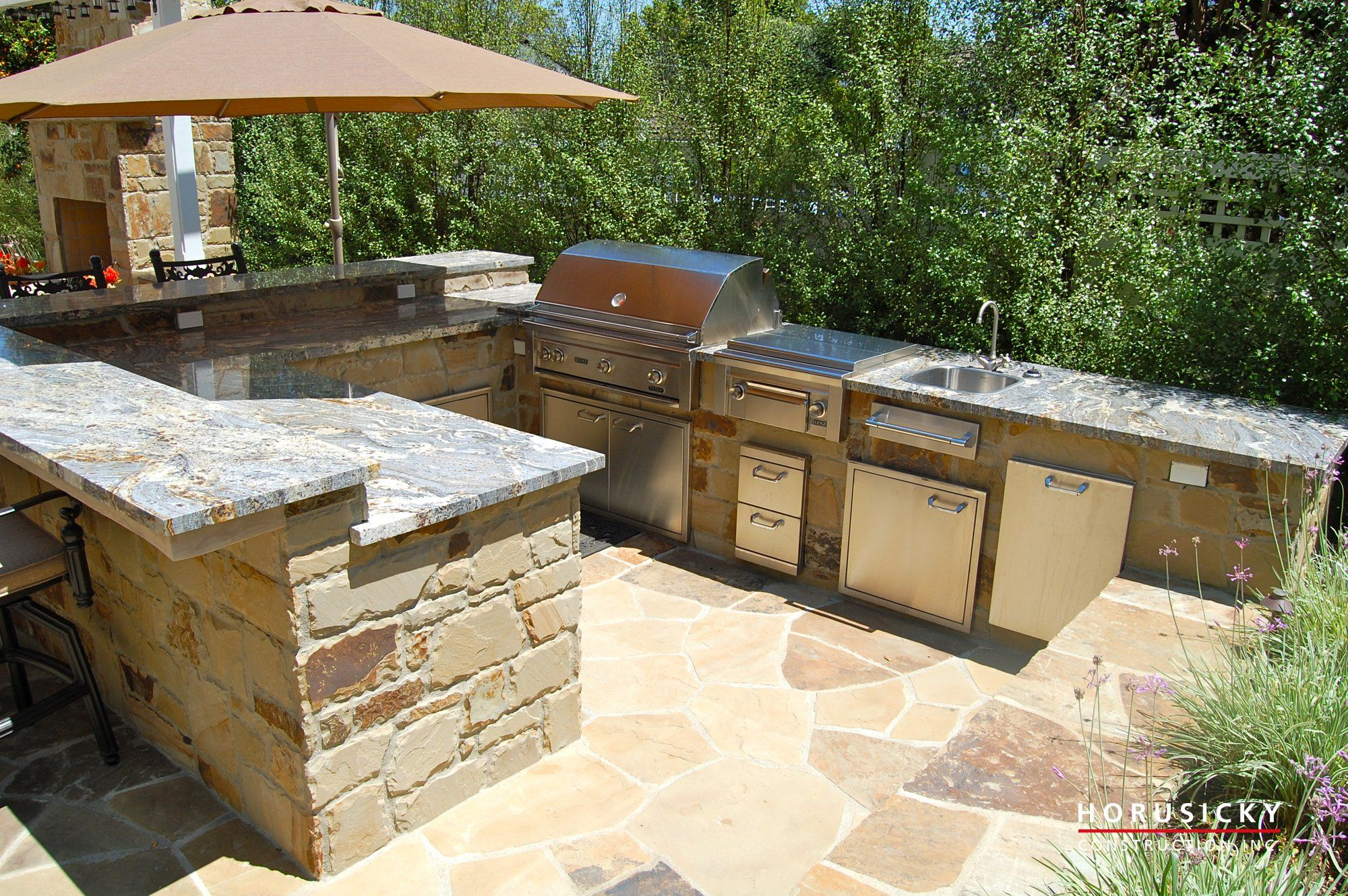 Outdoor Kitchen With Simple Designs