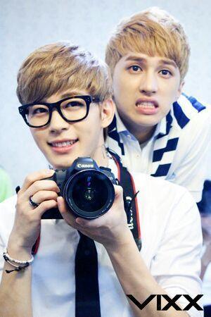 Vixx Hongbin Ken Selca With Canon Camera Vixx Vixx Hongbin Korean Idol