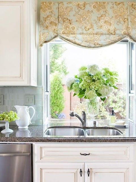 pretty kitchen valance adds a country french look k i t c h e n 3 rh pinterest com country kitchen valances for windows valances for kitchen windows canada