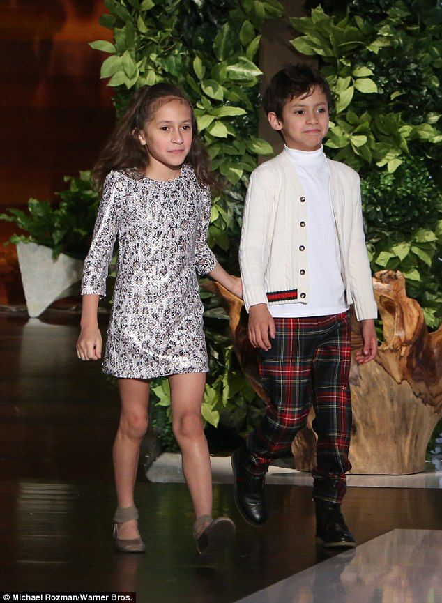 Jennifer Lopez brings her nine-year-old twins Max and Emme onto ... 5a5171a7ac298