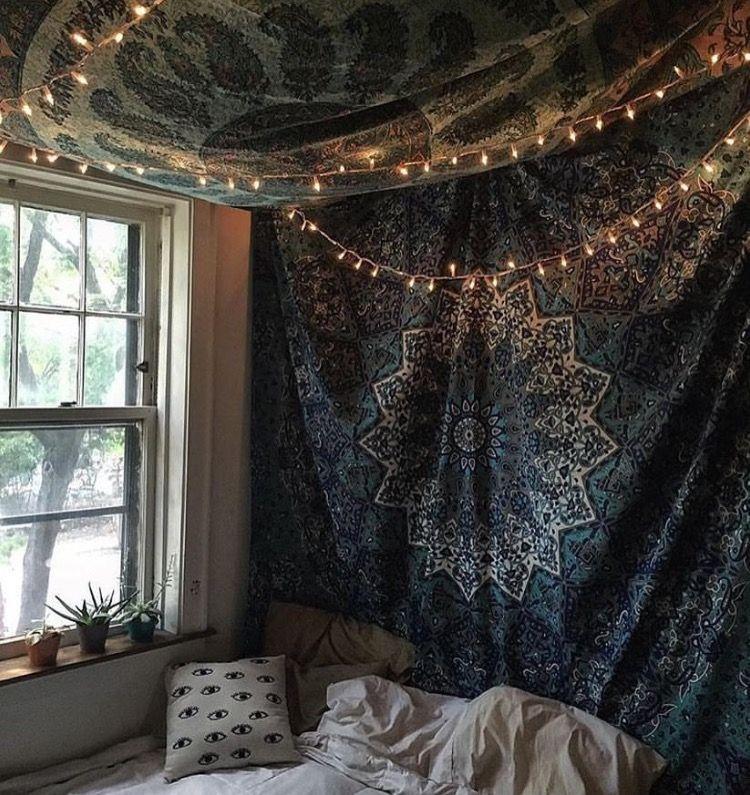 Best Way To Hang Tapestry In Dorm Room