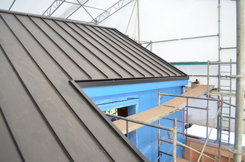 Metal Standing Seam Roof With Concealed Gutter 2 In 2019