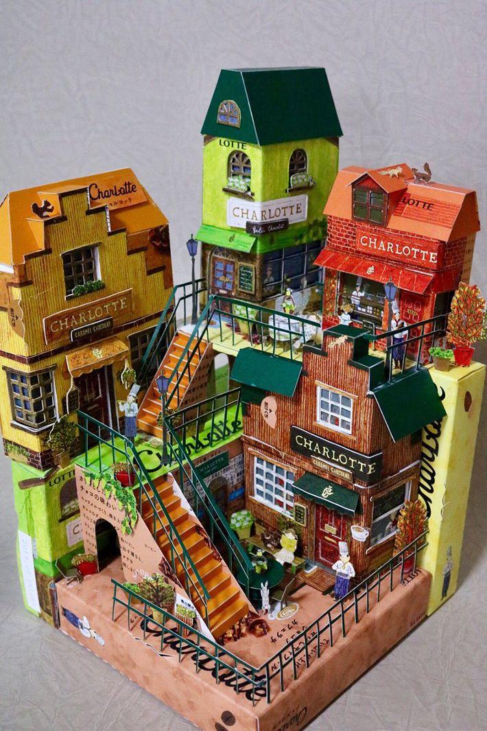 シャルロッテ の菓子箱で作られた街並み 世界観にイラストの作者も