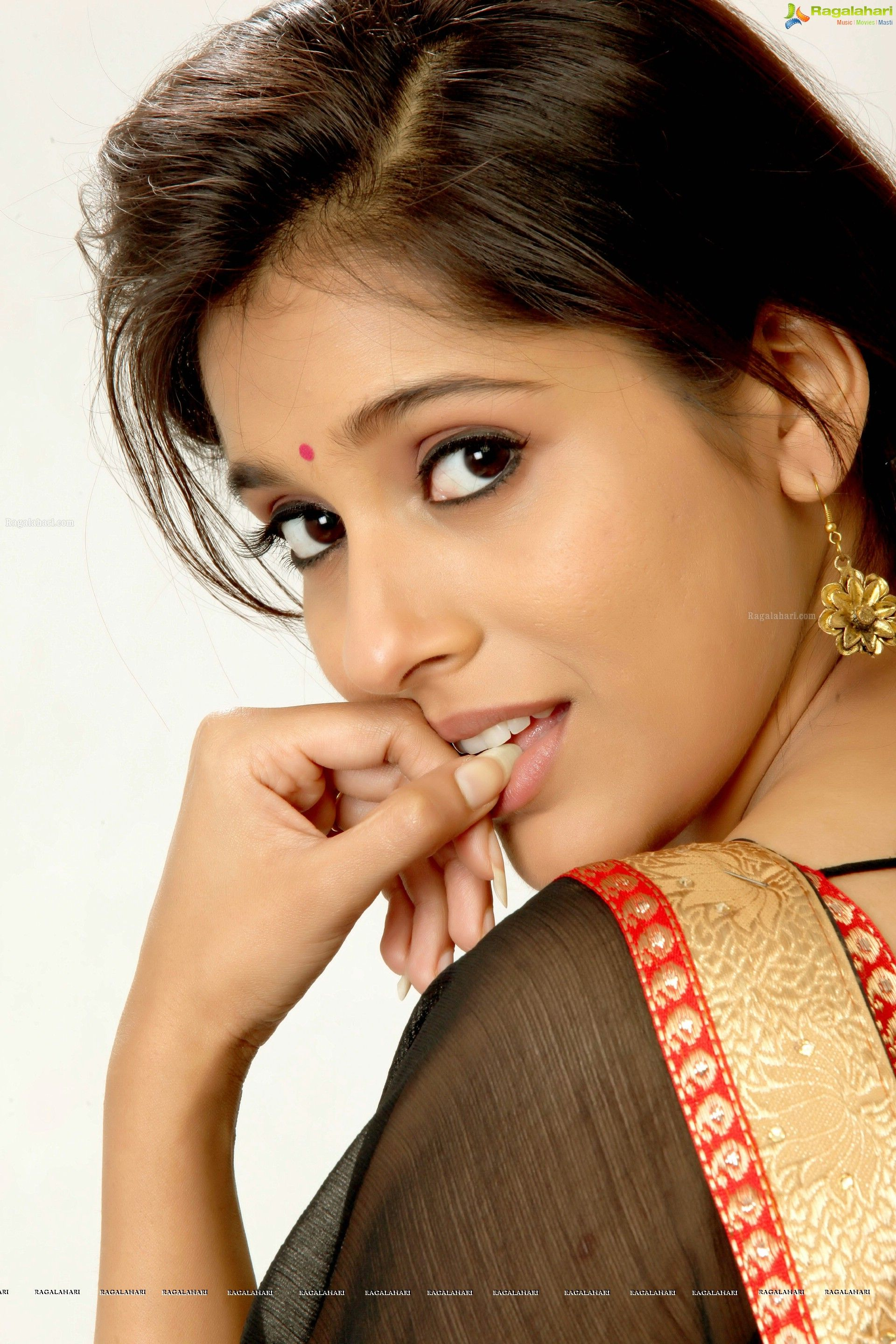 Hd Photos - Rashmi Gautam Telugu Actress In Antham - Image -9538