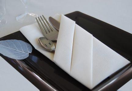 Pliage De Serviette Pochette Couverts   Techniques De Pliage De Serviette    Vaissellejetable.fr Napkin