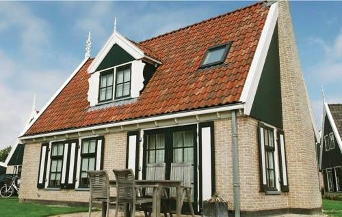 Holiday Home Wiringherlant-Villa 8 Hippolytushoef Holiday Home Wiringherlant-Villa 8 is a holiday home set in Hippolytushoef, 36 km from Alkmaar. Guests benefit from free WiFi and private parking available on site.