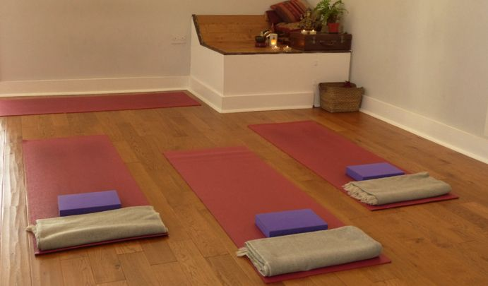 Lovely welcoming #yoga studio in #Dalston, east #London. Yoga London visited for a lunchtime Vinyasa class with Naomi and we wrote a Review after - Check it out... #yogalondon #londonyoga #