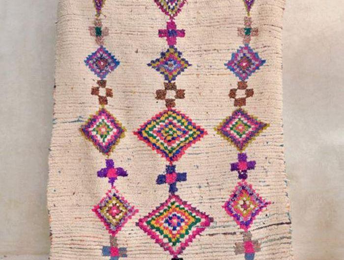 tapis-marocain-jolie-carpette-ethnique-en-couleurs-douces