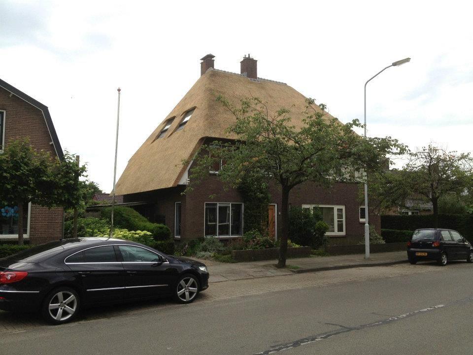Vervangen rieten dak twee onder een kap woning door dekker