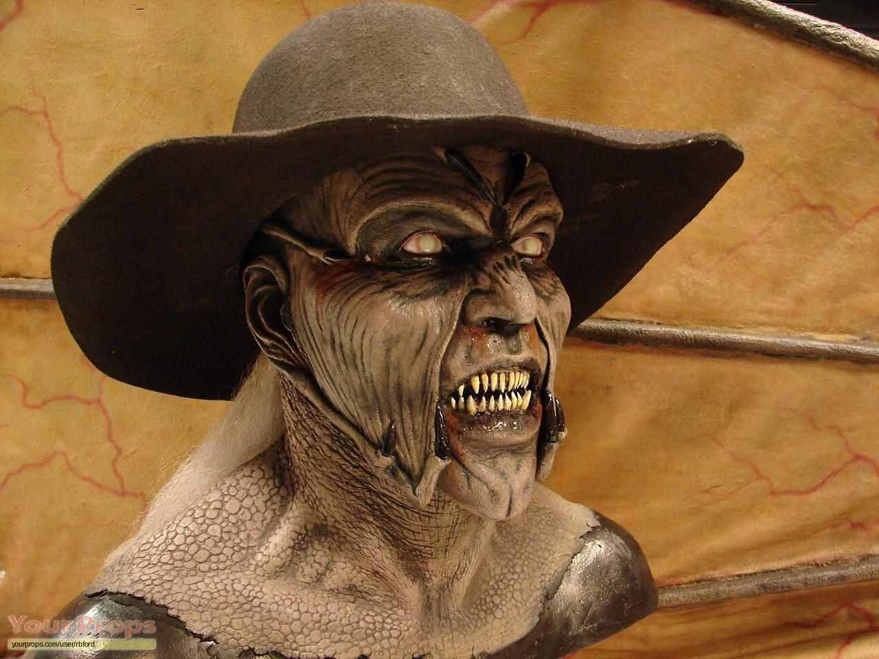 how to make a jeepers creepers mask
