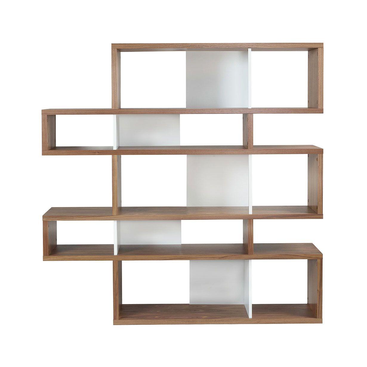 La estantería modular London es una solución carismática y funcional para ser utilizada contra una pared o como separador de ambientes en una habitación. Disponible en diferentes acabados para una versatilidad óptima. London es versátil y puede adaptarse a cualquier tipo de espacio. Dejáis que vuestra imaginación vuele y adaptáis cada módulo para crear la composición perfecta. El producto debe ser ensamblado y las instrucciones son presentes dentro del embalaje.