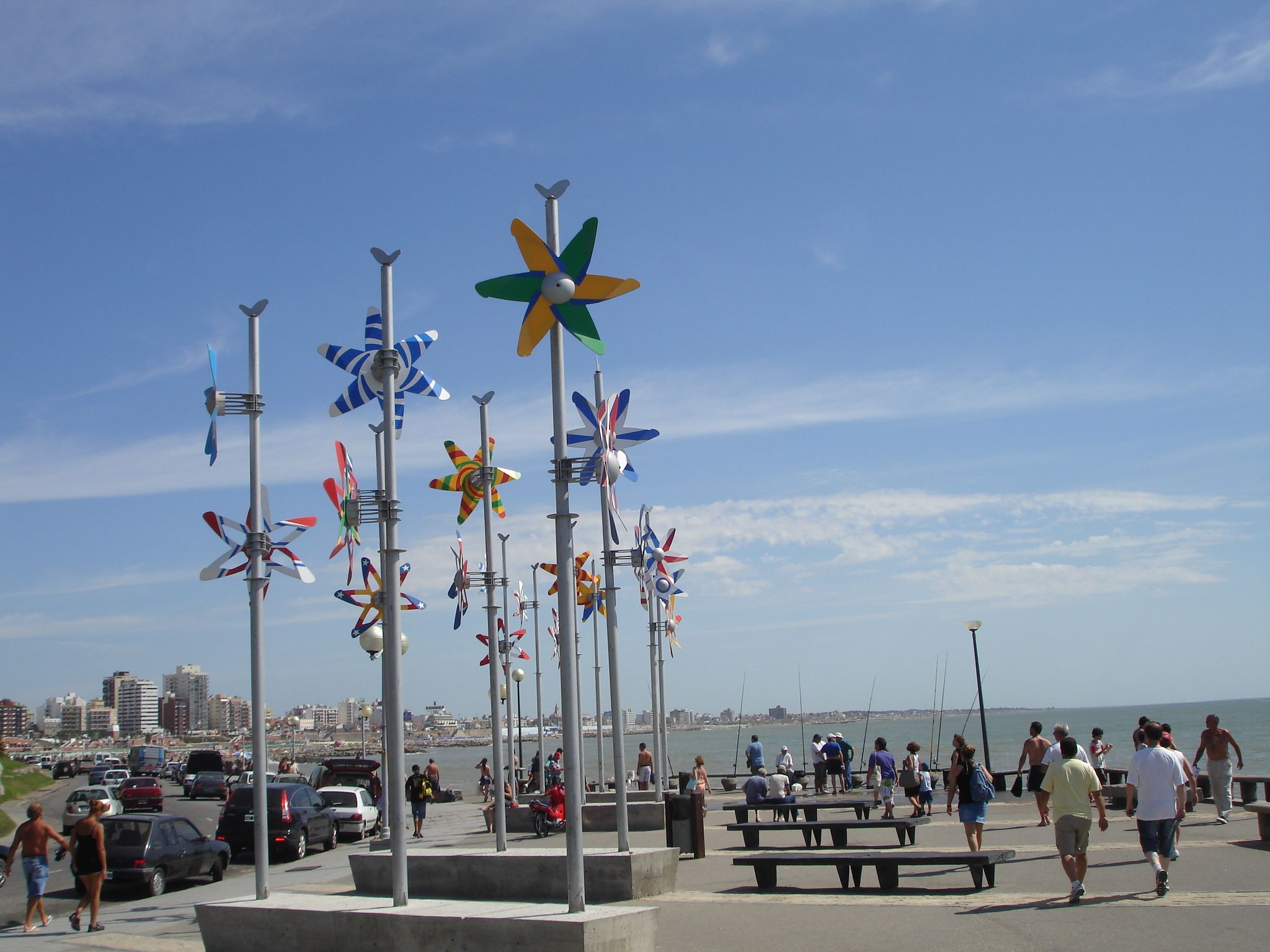 Paseo hacia el norte de la ciudad de Mar del Plata. Por allí se llega a los Balnearios Alfonsina, San Sebastián entre otros. También en el trayecto se puede apreciar la escultura de Alfonsina Storni.