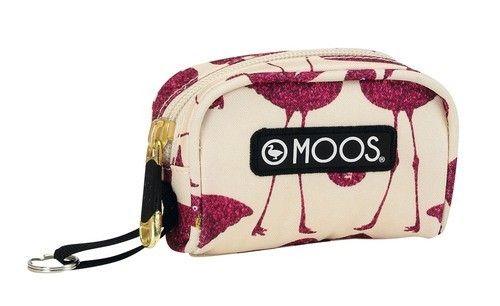 """Monedero de la línea de papelería para el cole """"Flamingo"""", protagonizada por flamencos y diseñada por Moos. Dimensiones: 10 cm x 7 cm x 3,5 cm."""