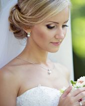 35 schöne Braut-Make-up Ideen und Stylingtipps - Hochzeitskiste  Brautstyling, Braut-Make-up, Braut...