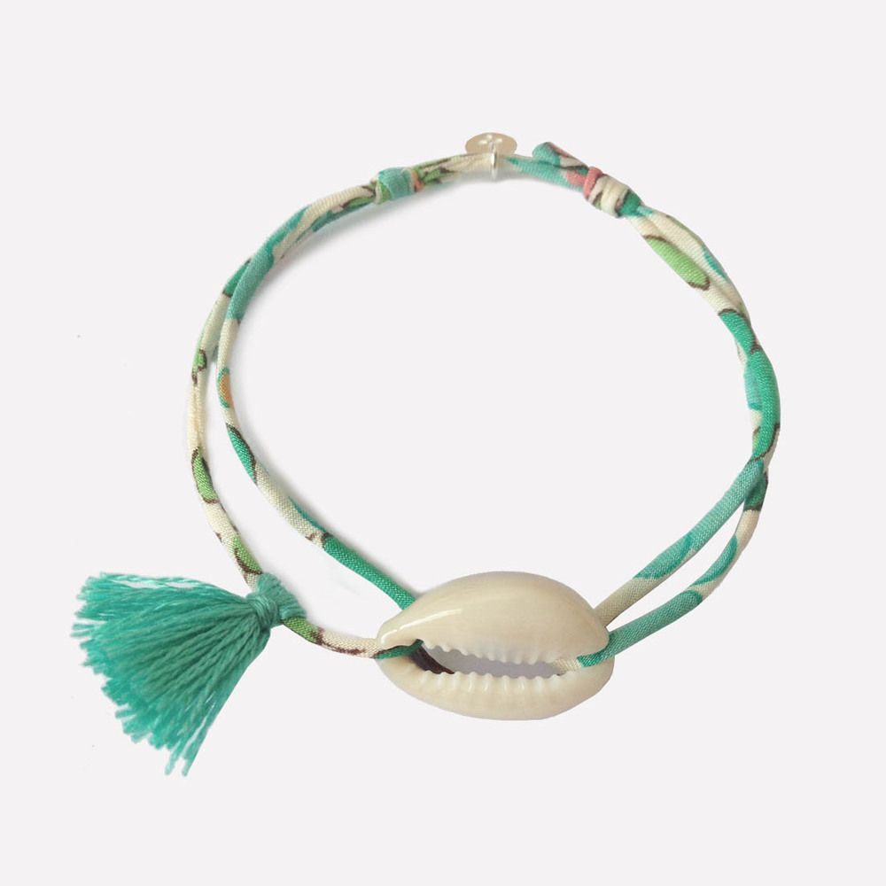 bracelet cauri pompon et liberty cousu fin liberty bracelet with cowrie handmade in france. Black Bedroom Furniture Sets. Home Design Ideas
