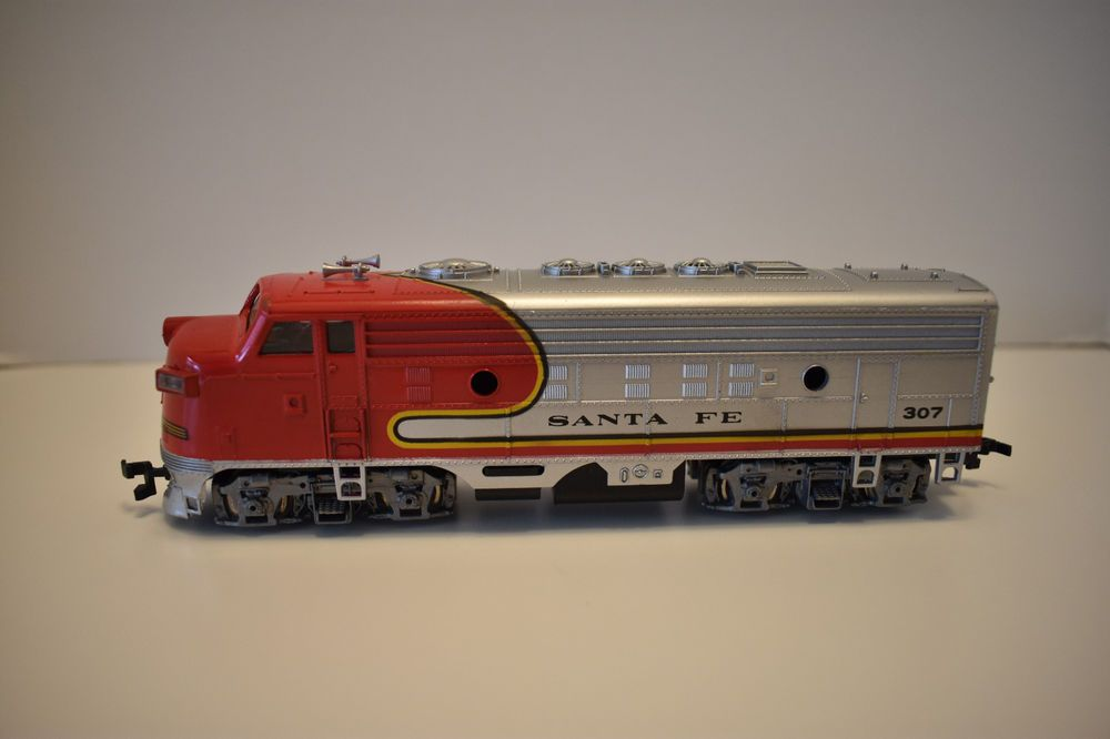 Vintage Bachmann Ho Scale Santa Fe 307 Diesel Locomotive Train Free S H Usa Bachmann Ho Scale Trains Ho Scale Model Trains