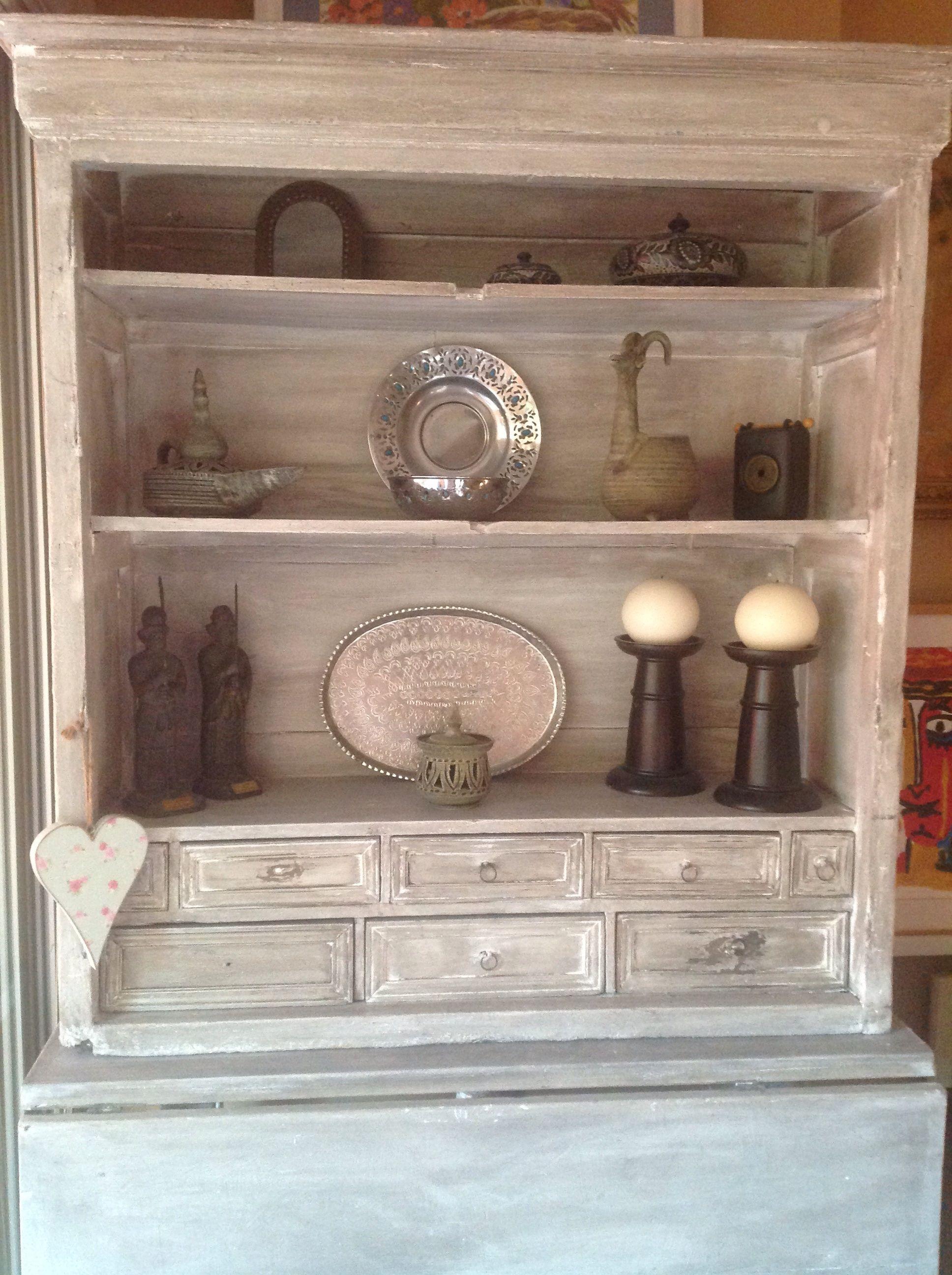 Reciclar mueble antiguo con pintura a la tiza pintura a for Muebles pintados a la tiza