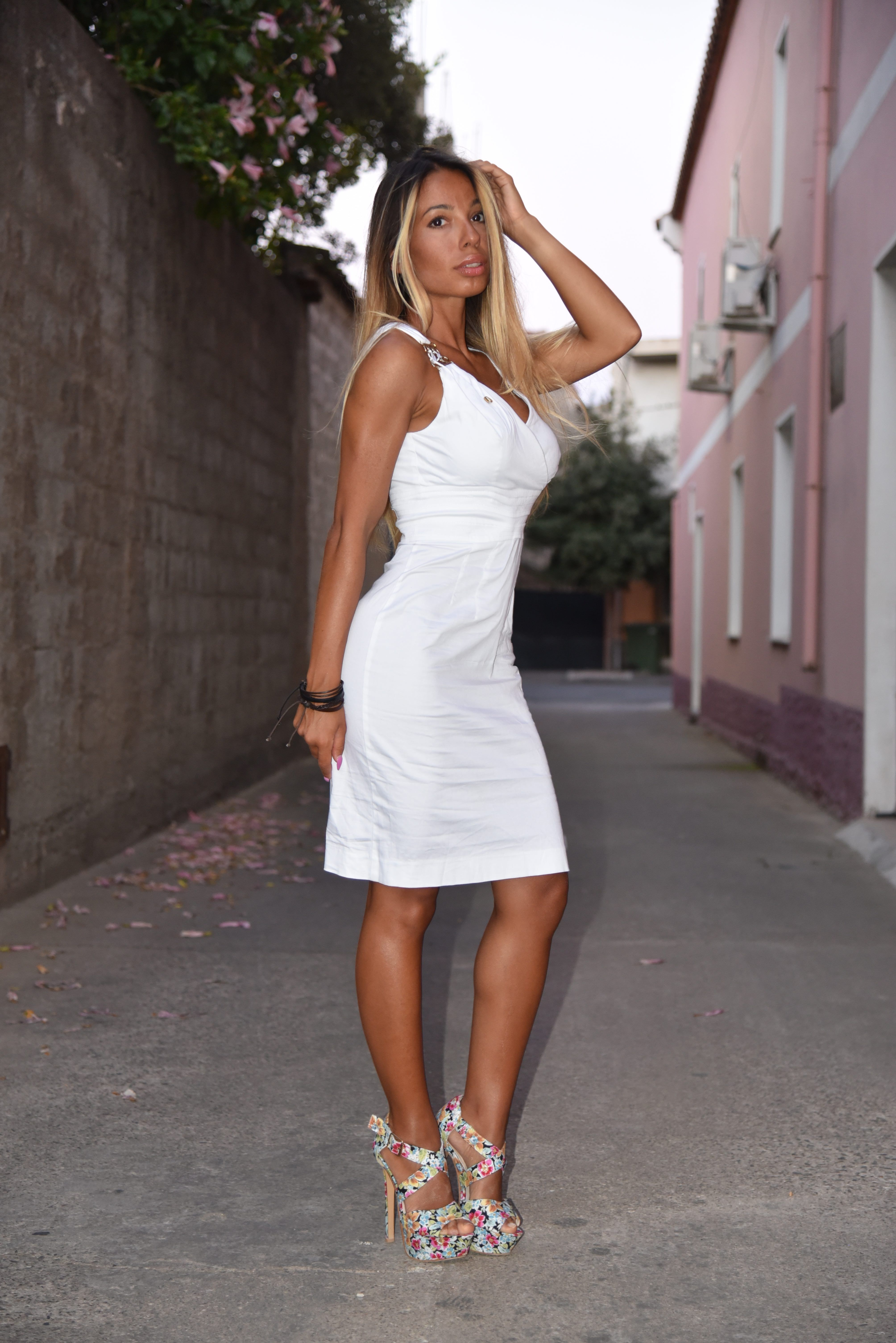 4e8ef119accb 74. Tubino bianco per un white party