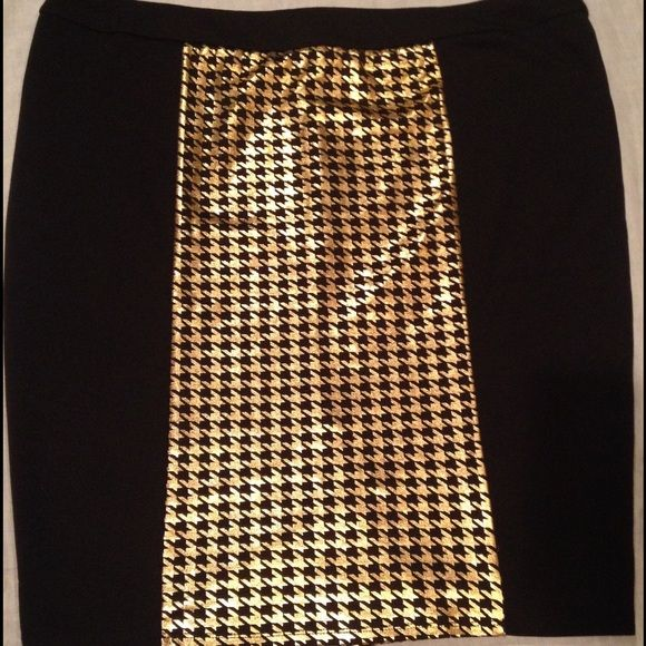 Metallic Houndstooth Panel Skirt Metallic houndstooth front and back panel skirt. Never worn. Zipper back and Small split in back Forever 21 Skirts Pencil