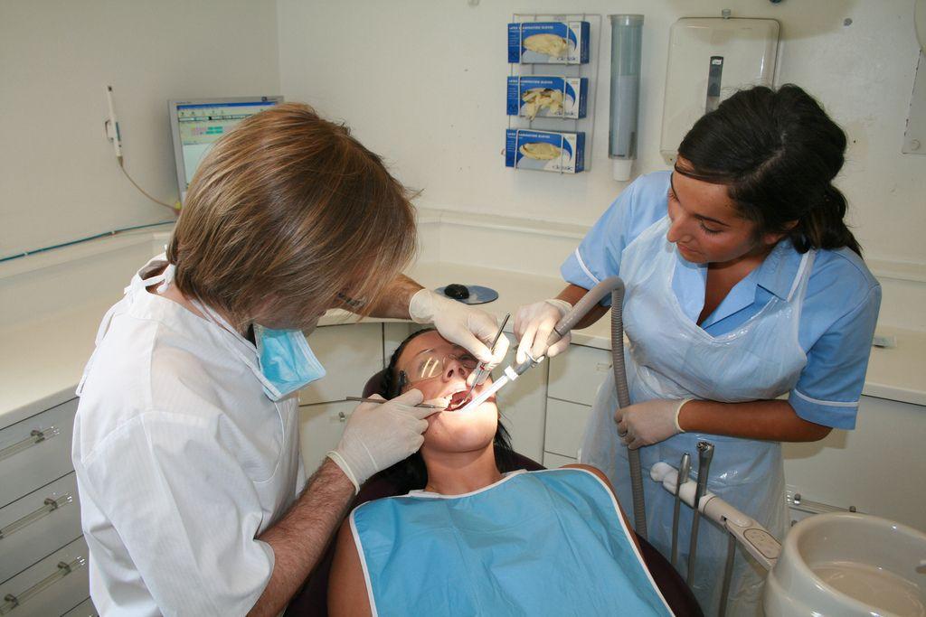 Nyrs Deintyddol / Dental Nurse | Swyddi Iechyd a Gofal ...