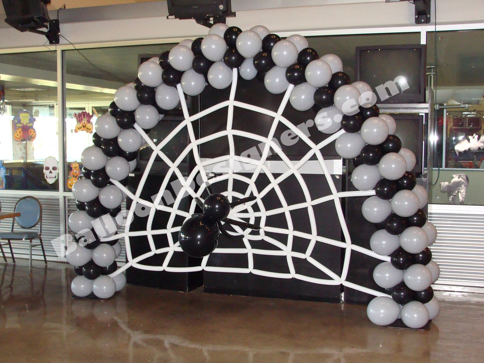 Black And White Halloween Balloon Arch Would Also Look Good With Orange And Black Balloons Halloween Balloons Decorations Halloween Balloons Balloon Arch