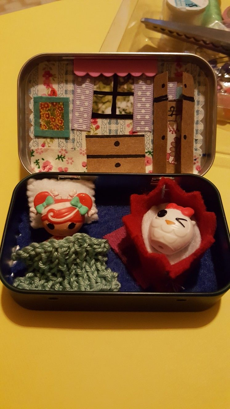 Dolls bedroom in a tin. Projects, Decor, Lunch box