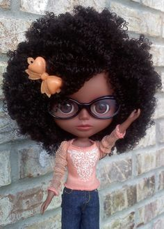 Blythe natural hair doll. oh my goodness, this is the cutest!!! My daughters should've had access to dolls like these…..