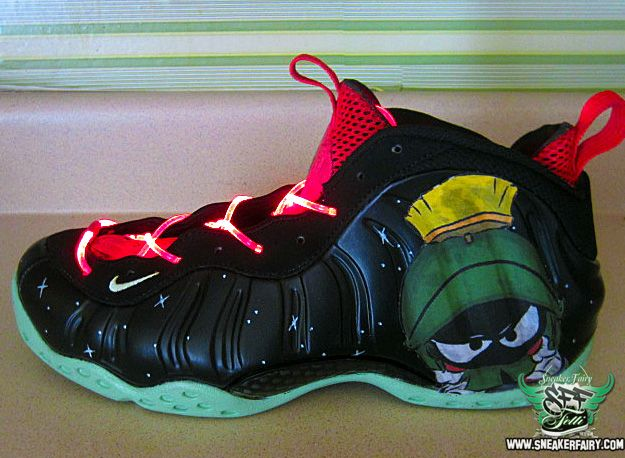 the latest ed8c9 ed1bb Marvin the Martian Custom Foamposite One Custom Sneakers, Custom Shoes, Sneakers  Nike, Cool