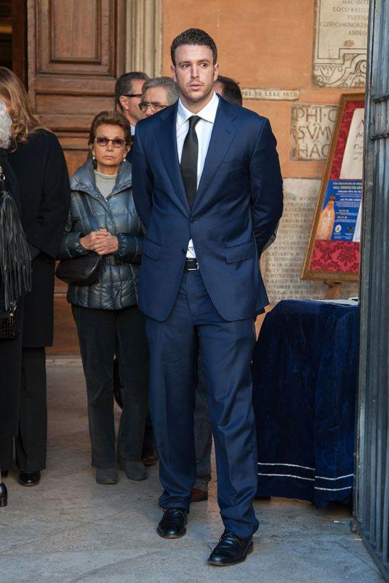 Álex Lequio acude con su abuela Sandra al funeral de su tío abuelo ...