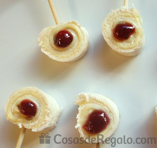 pinchos queso camembert