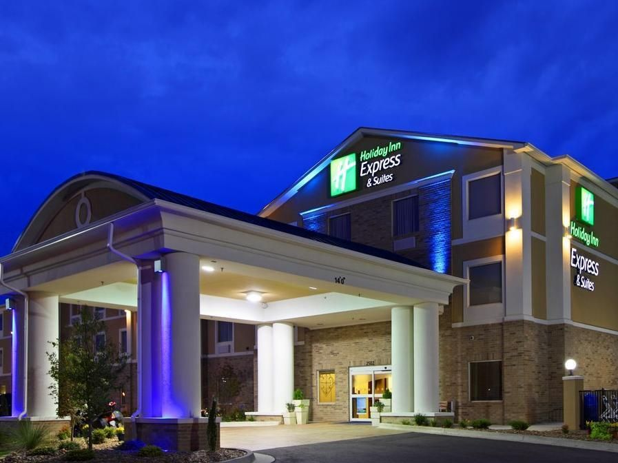 Sidney (OH) Holiday Inn Express & Suites Sidney United States, North America Stop at Holiday Inn Express & Suites Sidney to discover the wonders of Sidney (OH). Offering a variety of facilities and services, the hotel provides all you need for a good night's sleep. To be found at the hotel are free Wi-Fi in all rooms, 24-hour front desk, facilities for disabled guests, laundry service, dry cleaning. Designed for comfort, selected guestrooms offer television LCD/plasma screen, ...