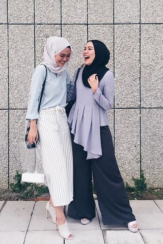 27 Stylish Hijab Outfit Ideas That Are In Line With The Latest Fashion Trends Hijab Fashion Hijab Outfit Hijab Fashion Inspiration