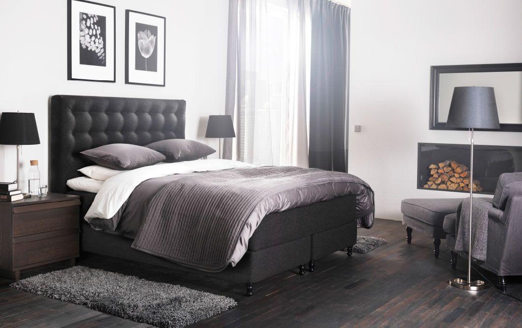 Ein großes Schlafzimmer u a mit VALLAVIK Boxspringbett mit Bezug - schlafzimmer grau braun