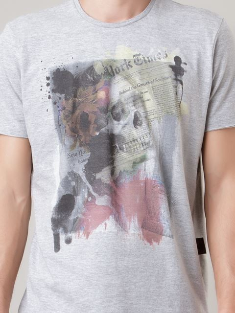 http://www.farfetch.com/br/shopping/men/ellus-camiseta-com-estampa-item-11002082.aspx?storeid=9739