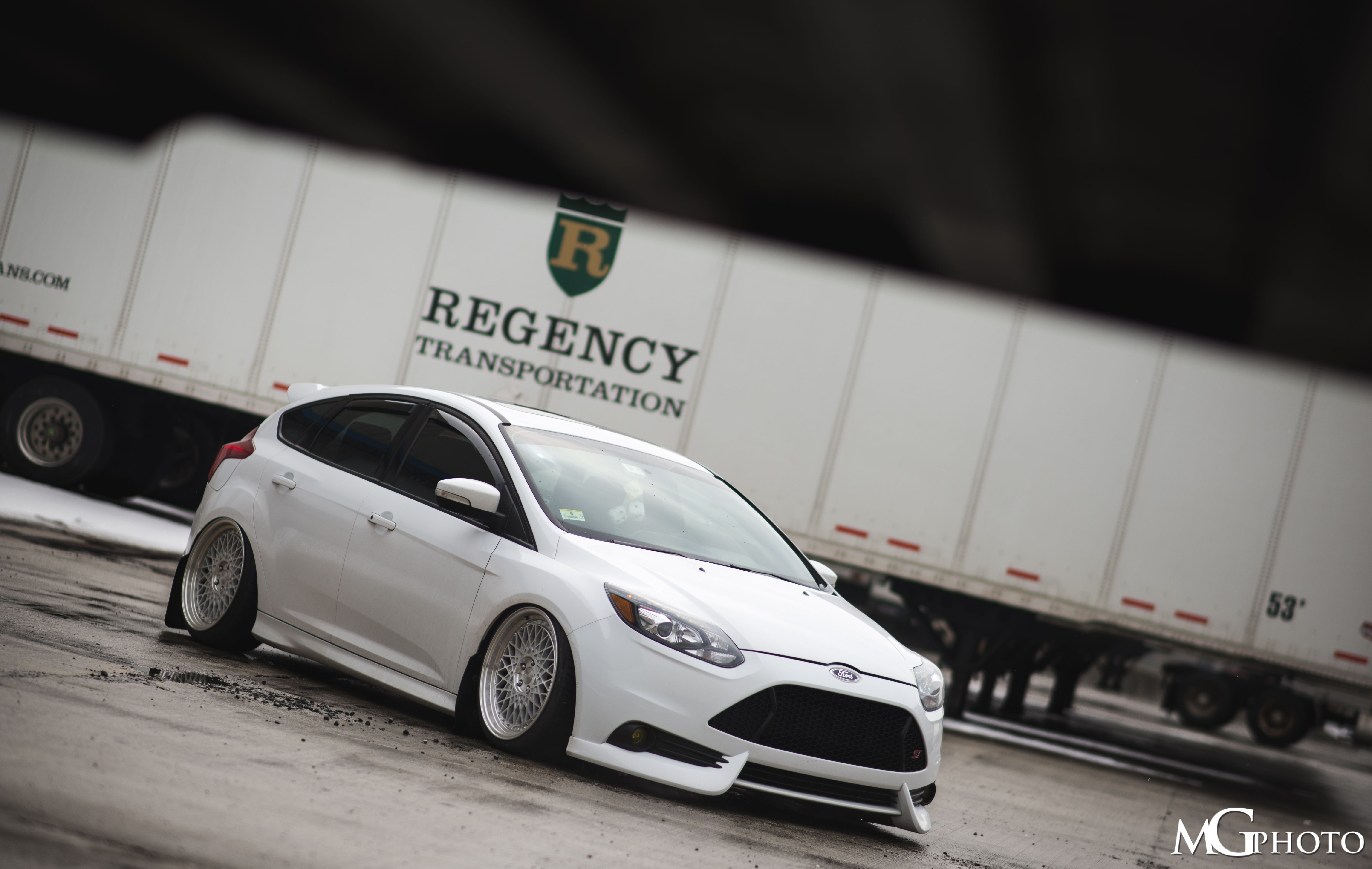 ford focus st mk3 in frozen white colour tuning low rider. Black Bedroom Furniture Sets. Home Design Ideas