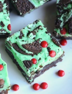 Grinch Brownies aka Mint Oreo Brownies... a fudgy brownie filled with Mint Oreo Cookies, topped with a minty, white chocolate ganache and more Oreos! #grinchcookies