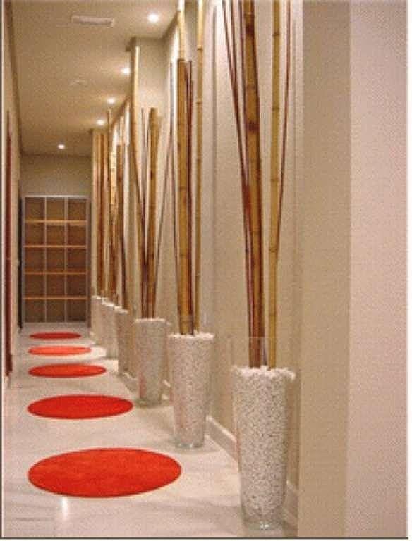 Florero ideas pasadizos decoracion de pasillos for Decoracion de pasillo con escaleras