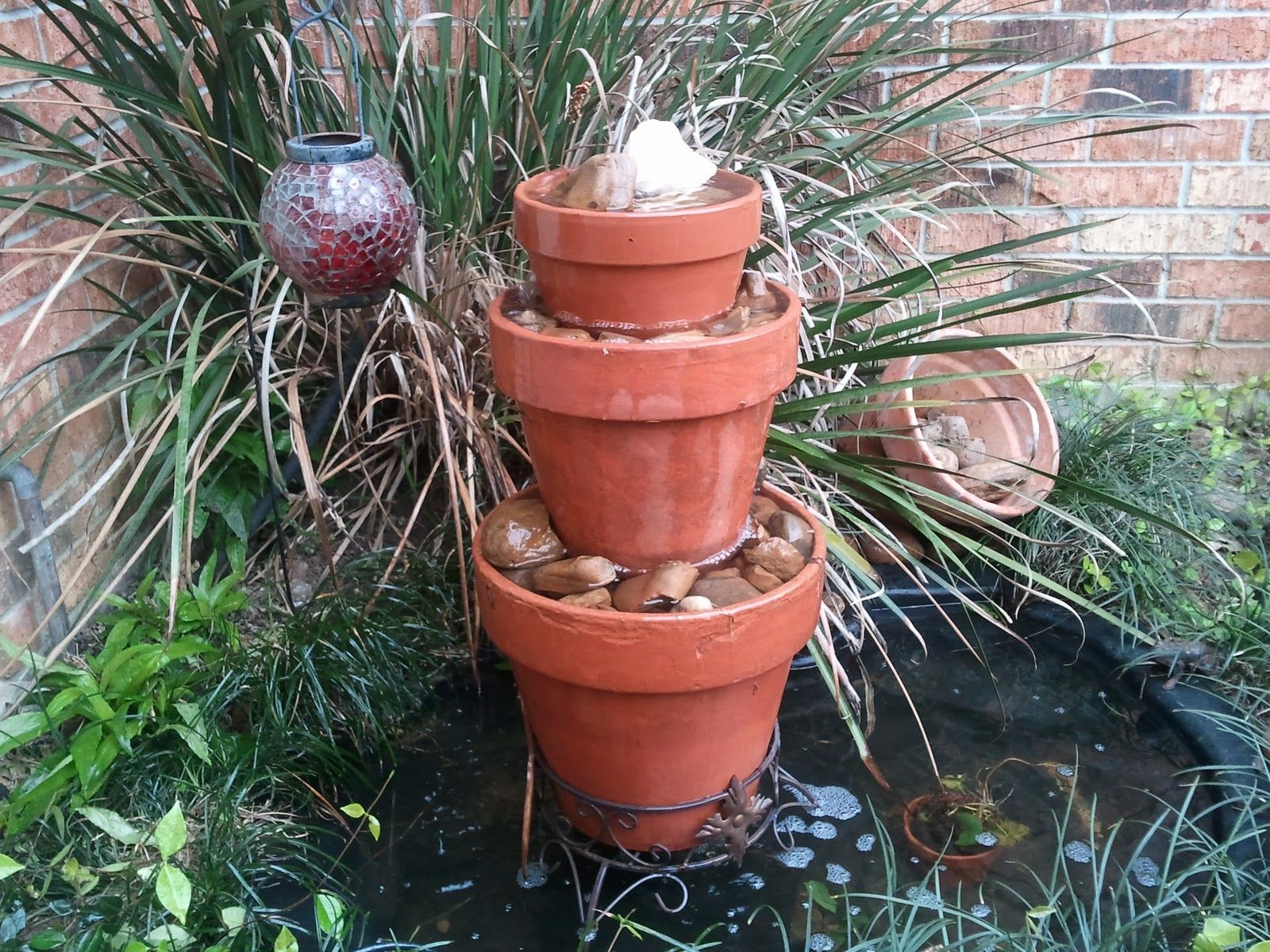11 Amazing Water Fountains Made From Planters Garden Lovers Club Flower Pots Homemade Water Fountains Diy Garden Fountains