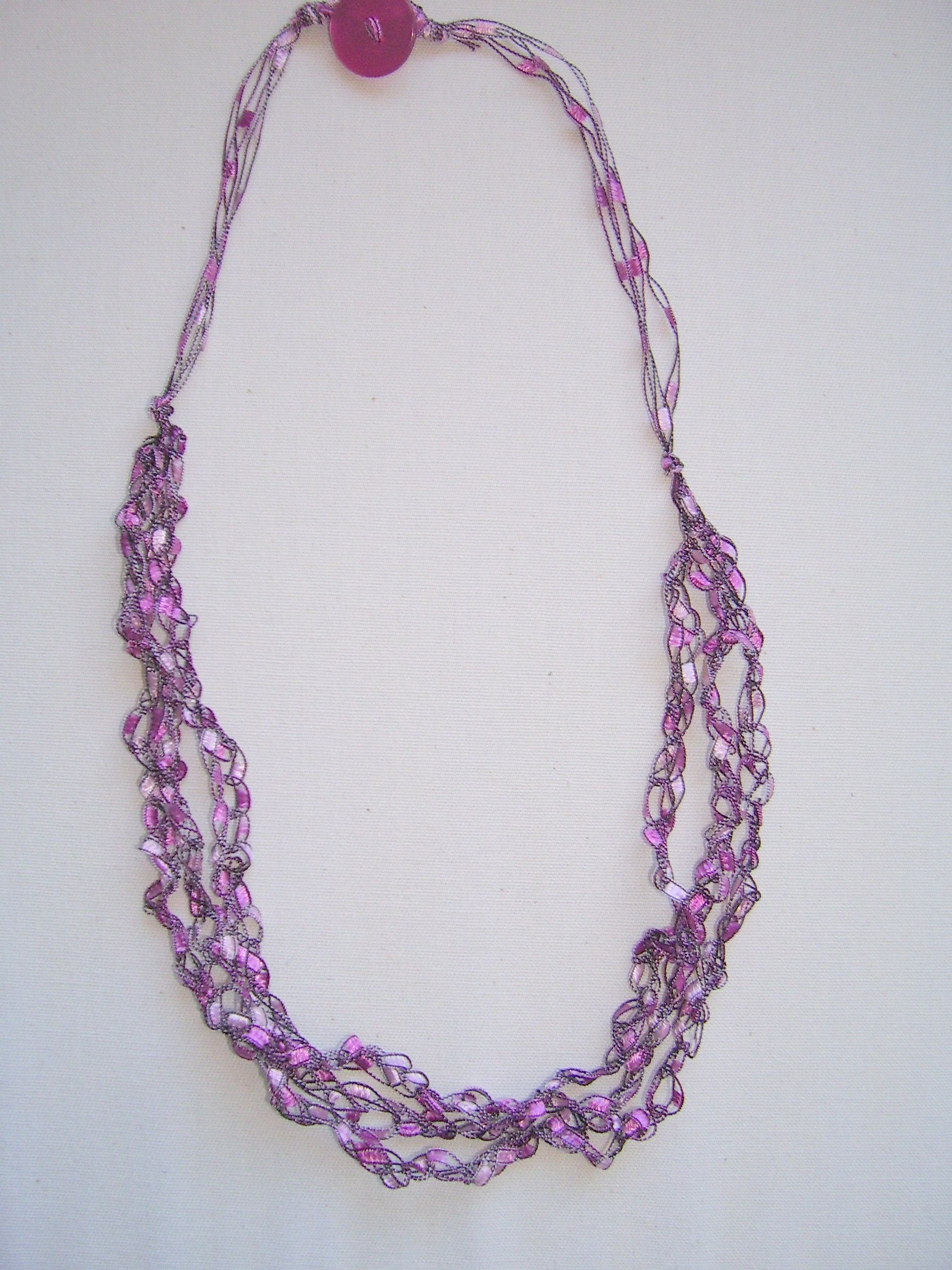 Crochet necklace tutorial by | Crochet necklace, Easy crochet and Yarns