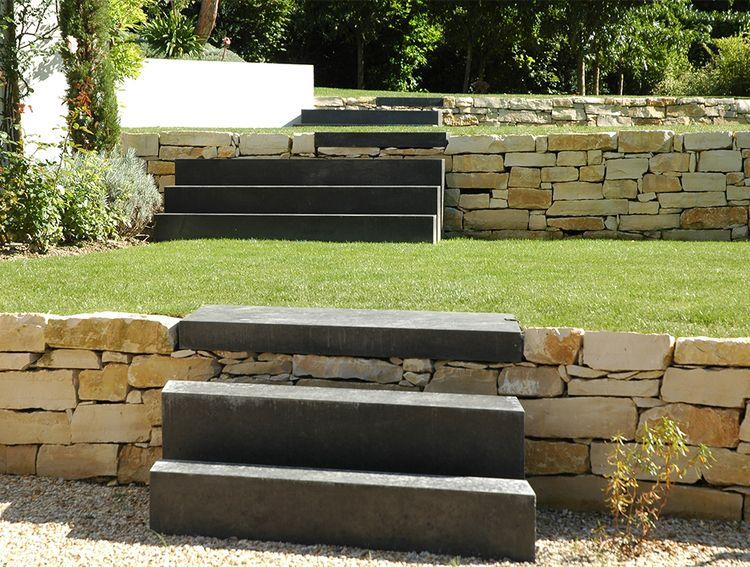 Terrasses restanques en pierre de Bourgogne, escaliers en blocs de
