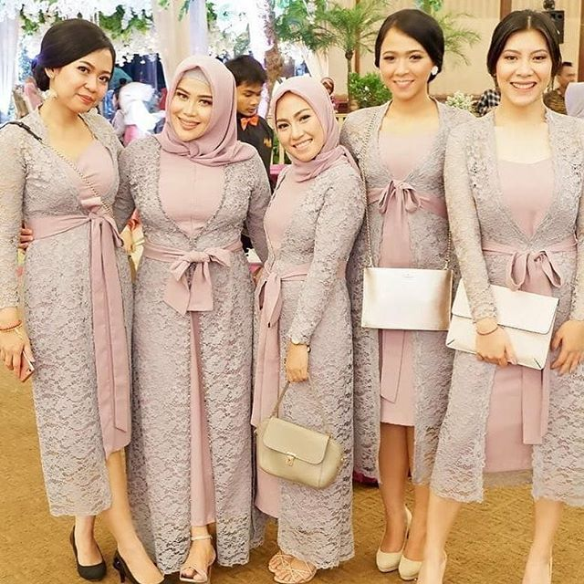Kebaya Kece Kekinian Kebaya Kece Foto Dan Video Instagram Dress Brokat Modern Braidsmaid Dresses Dress Brokat