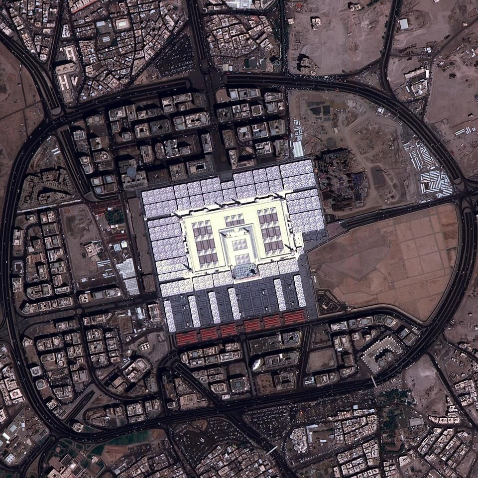Satellite Image Of The Prophet S Mosque In Madinah Mosque Medina Mosque Islamic Architecture
