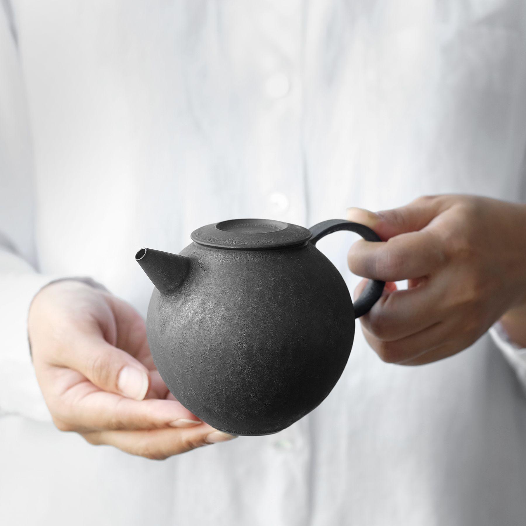Tatsuya Hattori | Kokusen Teapot - Analogue Life