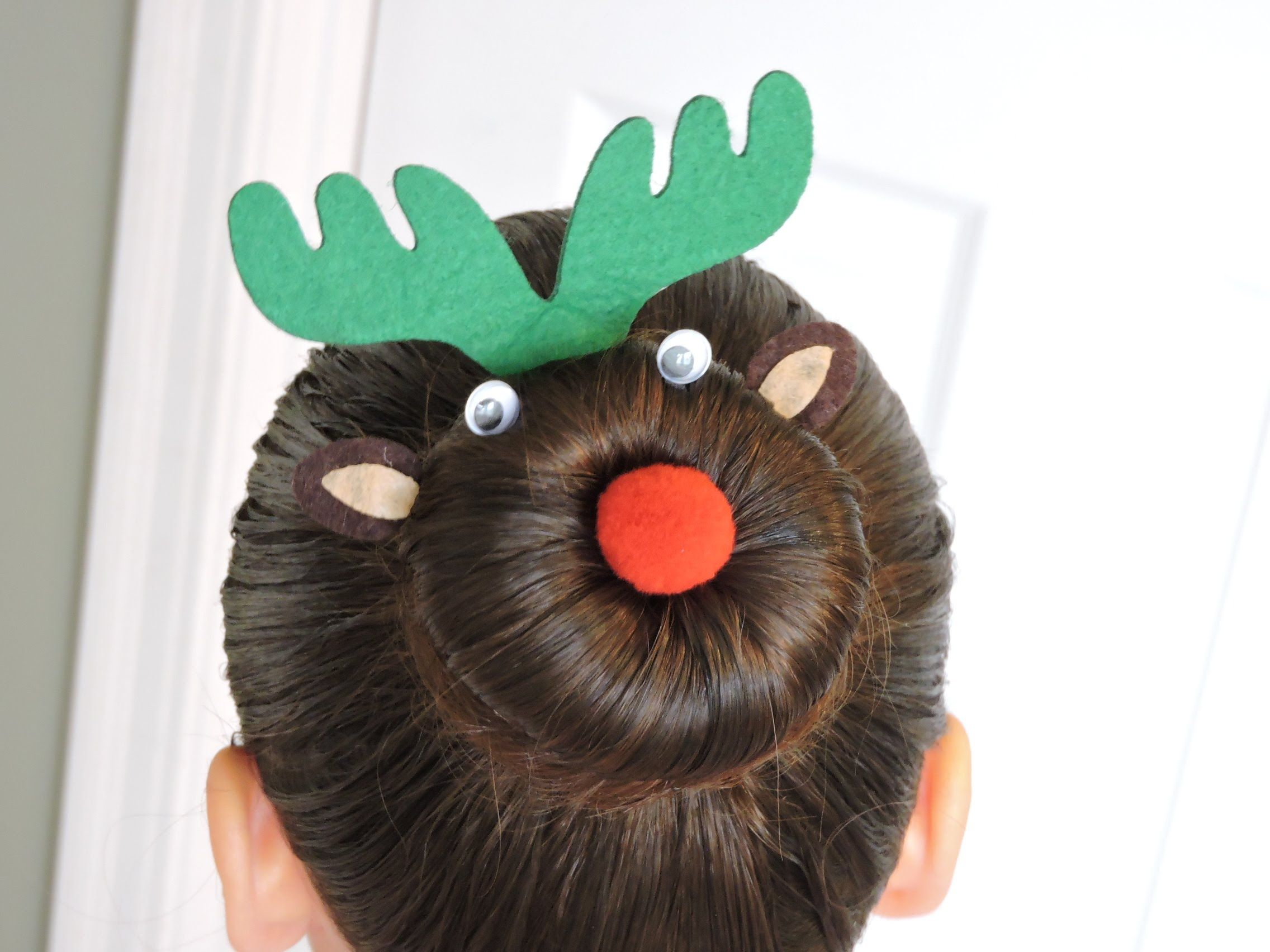 VIDEO Paso a paso de la Reno de Navidad VIDEO Tutorial of Rudolph hairdo www.2superdivas.com