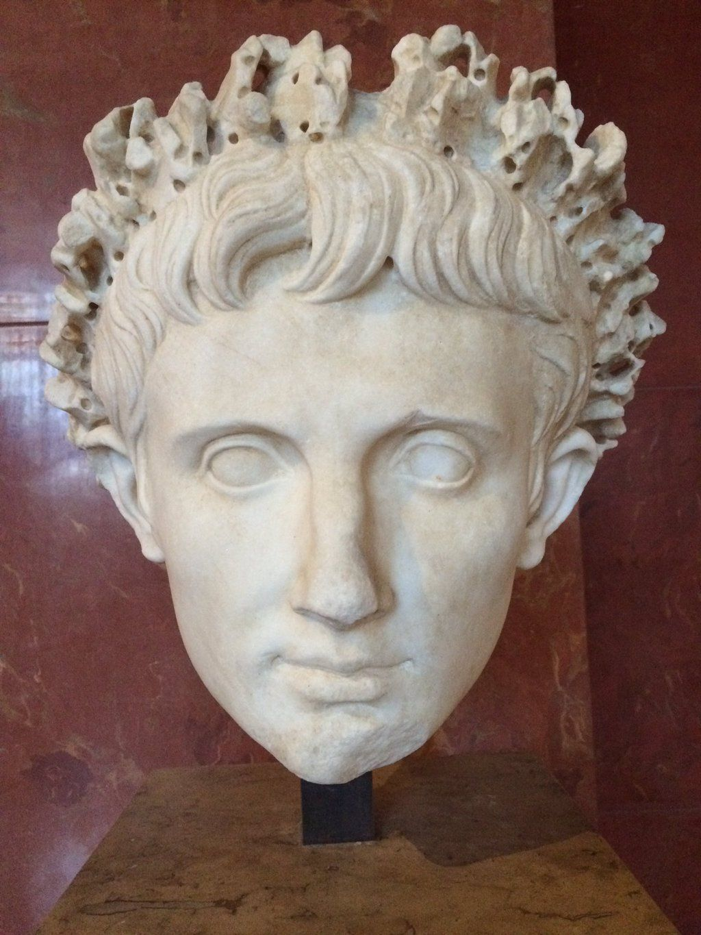 """Divus Augustus on Twitter: """"At the @MuseeLouvre - time to see how memorials of me look. https://t.co/K7nmRk8fQ1"""""""