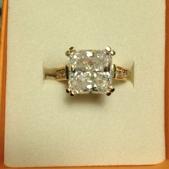 Princess cut CZ solitaire in Yellow gold tone band Princess cut Simulated diamond ring  goldtone -large center stone-  5 small side stones-  size 6 Jewelry Rings