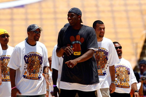 Kobe Bryant And Derek Fisher Photos Photos Los Angeles Lakers Nba Finals Championship Victory Parade Kobe Bryant Victory Parade Kobe
